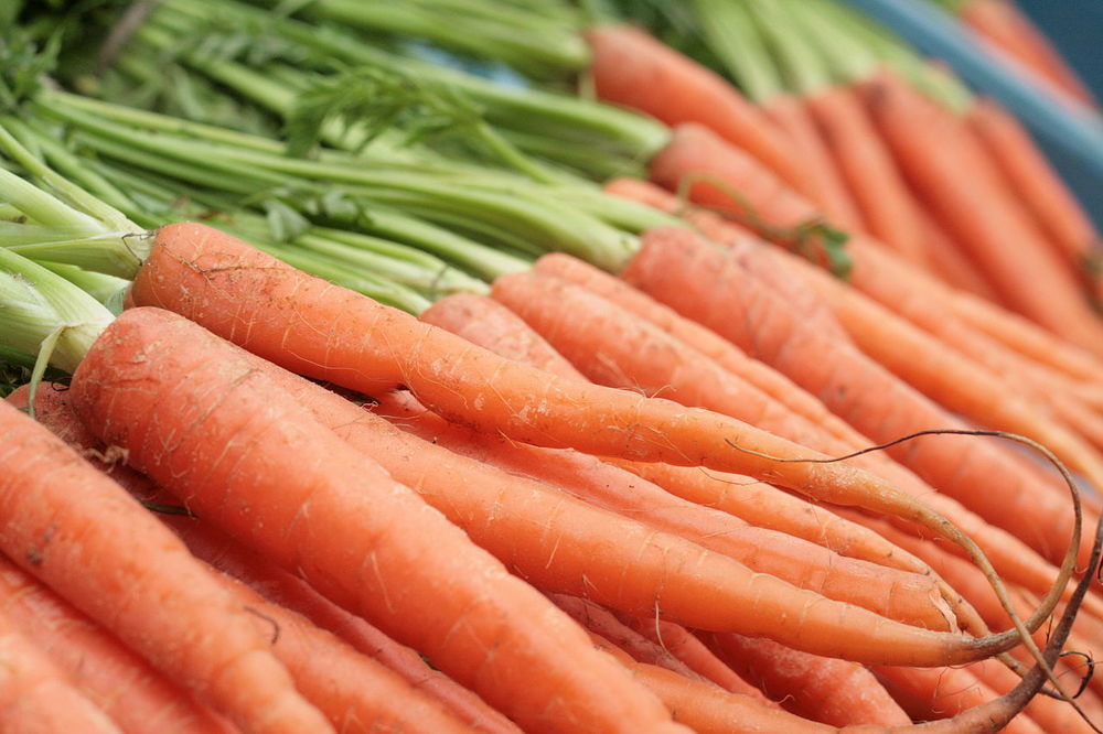 Carrots are one of the best sources of beta-carotene, but not the only one. Sweet potatoes, kale, squash, apricots, and red peppers are just a few of the tasty alternatives. Image courtesy of Wikimedia commons.