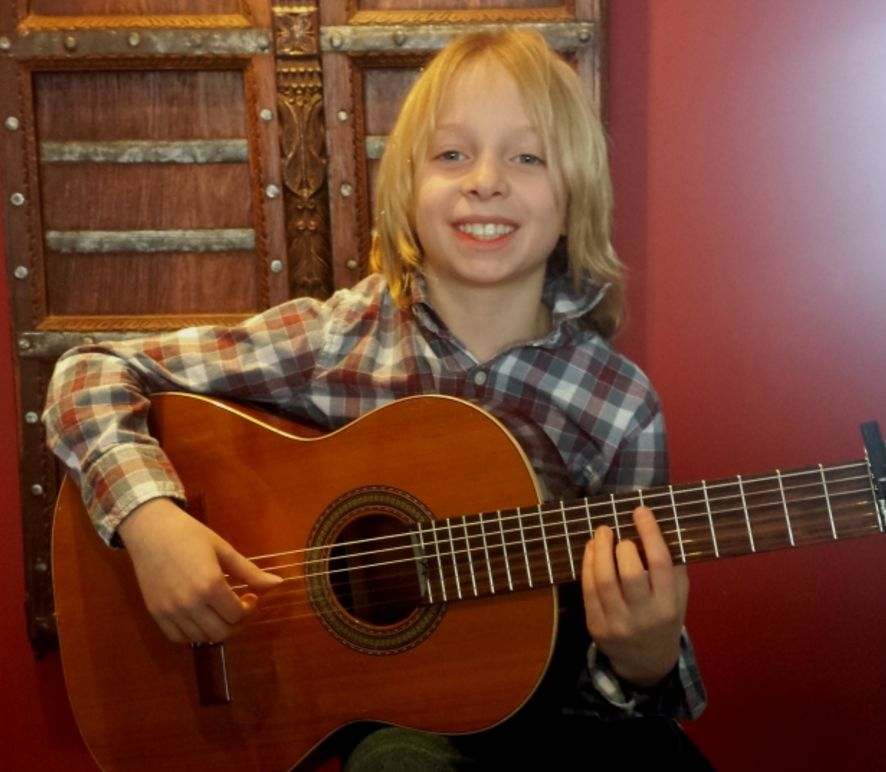 9 year old flamenco guitarist Harry Knight