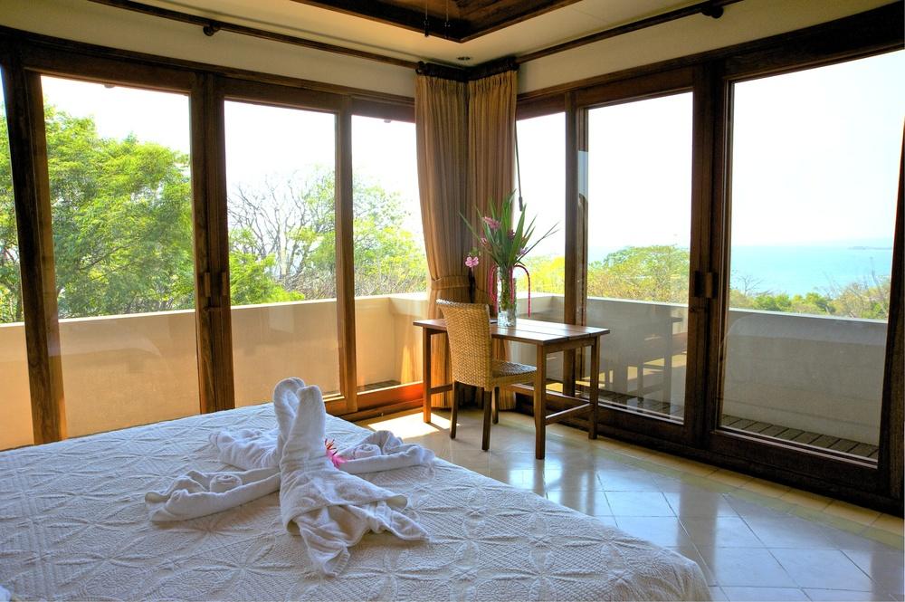 Superior Ocean Room b.jpg