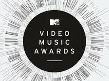 Behind the scenes at the MTV VMAs with Casal Aveda Grad Kelsey Gustovich