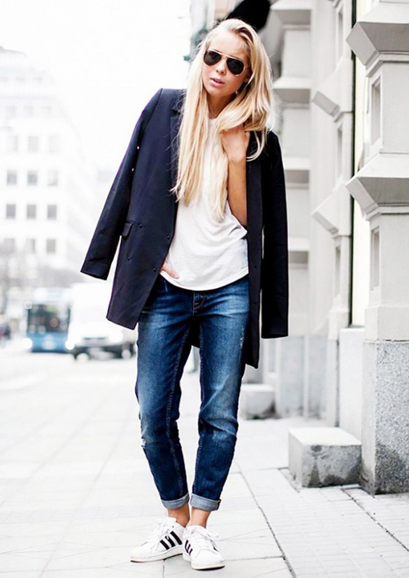 Boyfriend Jeans Boyfriend jeans are not only comfy, but they're cute too. They can be dressed down with a pair of athletic shoes for a day on the town, or dressed up with a pair of pumps and a dressy blouse for a night in the city. These jeans give a twist to the classic tom-girl look.