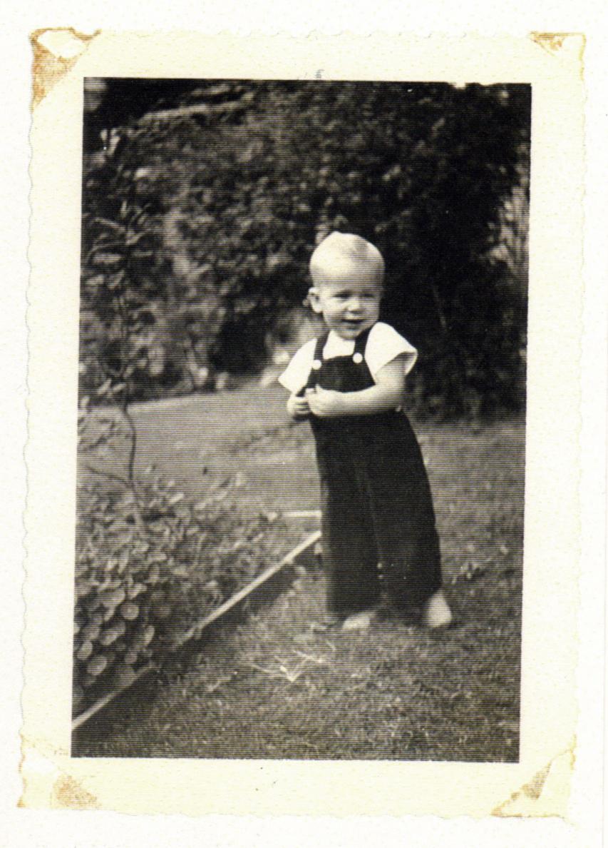 Gerald 1944 .. love the smile