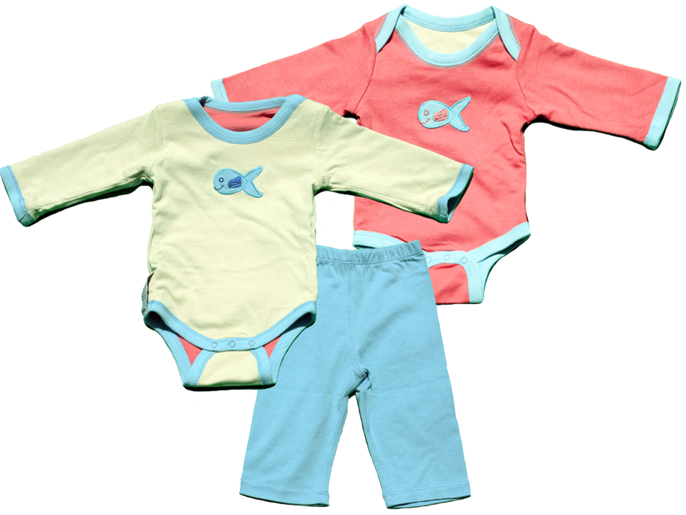 TURNOVERS 2-PIECE SET.    Fish APPLIQUE.   GENDER NEUTRAL   REVERSIBLE BODYSUIT & MATCHING PANTS. COLOR:   Rosebud/MINT/Raindrop