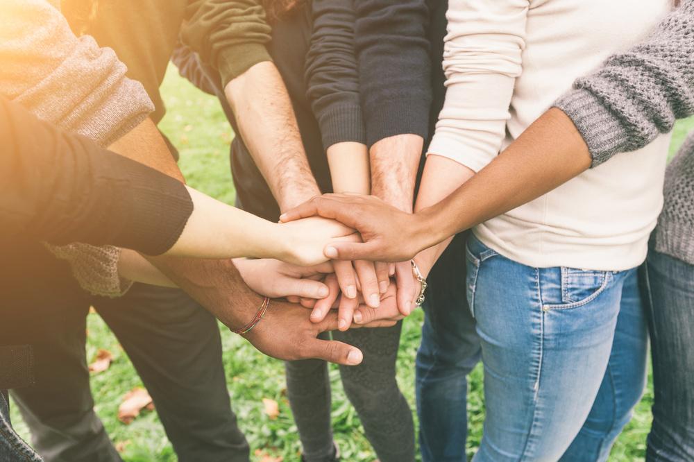 Menschen sind soziale Wesen. Unsere Familie, Freunde oder Kollegen haben einen großen Einfluss auf unser Leben und unsere Zufriedenheit.