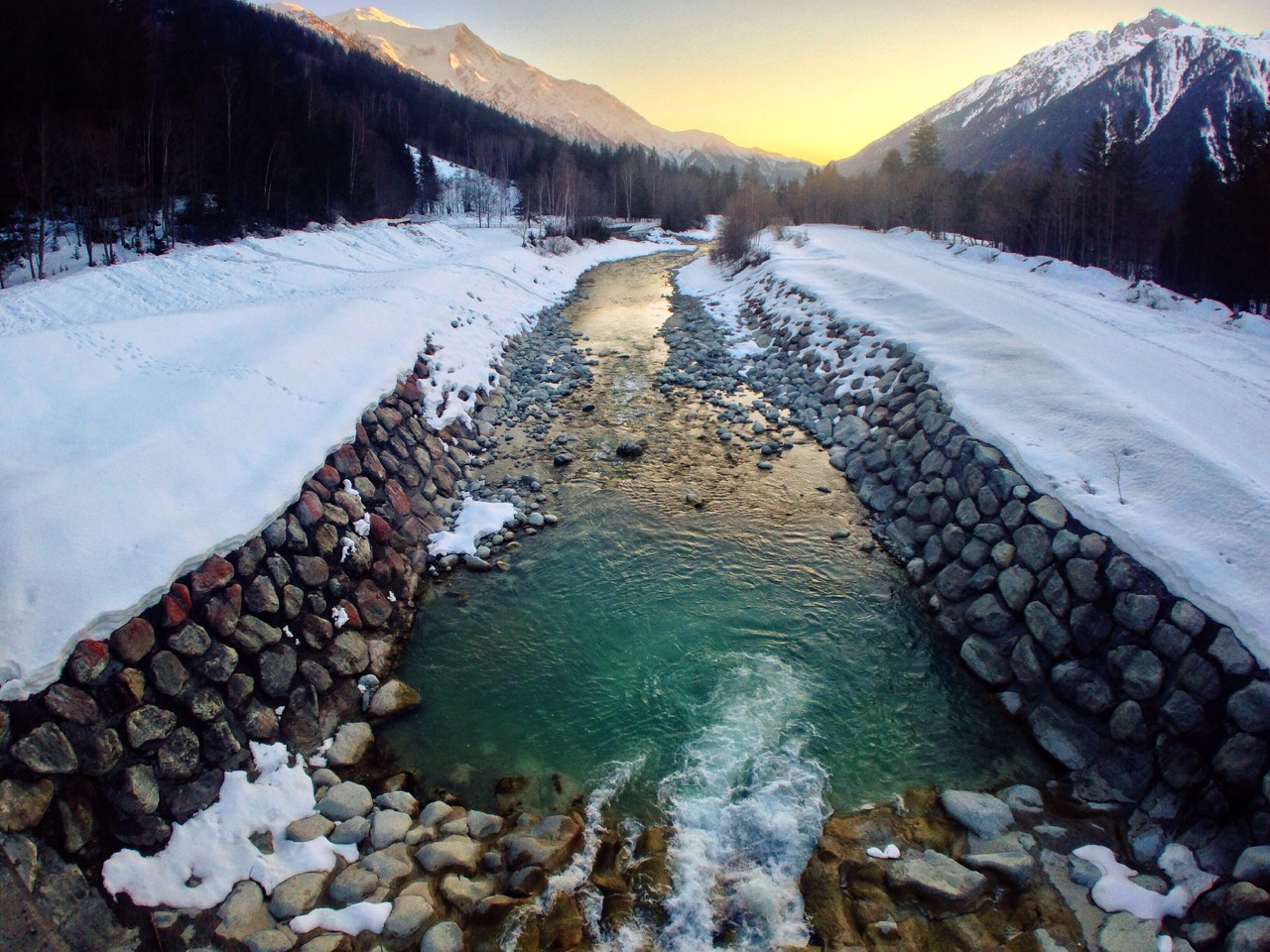 Good morning from Chamonix Mont-Blanc || #Chamonix #iPhoneOnly