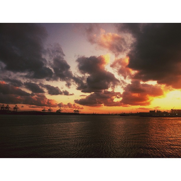 Last nights sunset silhouettes | with @garethpon @d_oyal @bradjoyce86 #durban #igersdurban (at Durban Harbour)