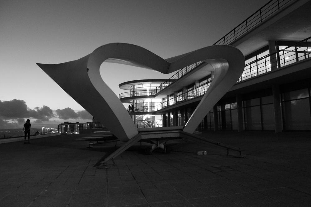 De La Warr Pavilion (Erich Mendelsohn) with Band Stand (Nial McLaughlin)