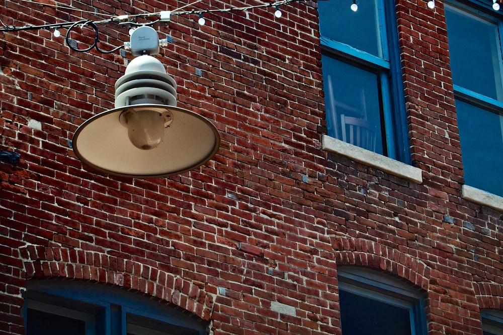 Alley by Metro.jpg
