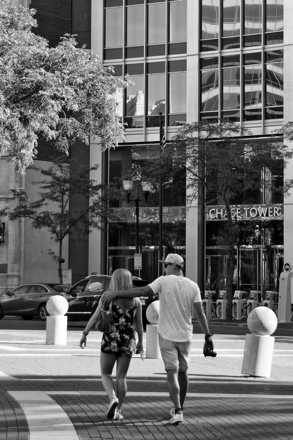 I took three shorts of this couple on Monument Circle. On the third shot the man put his arm around the girl. Sweet.