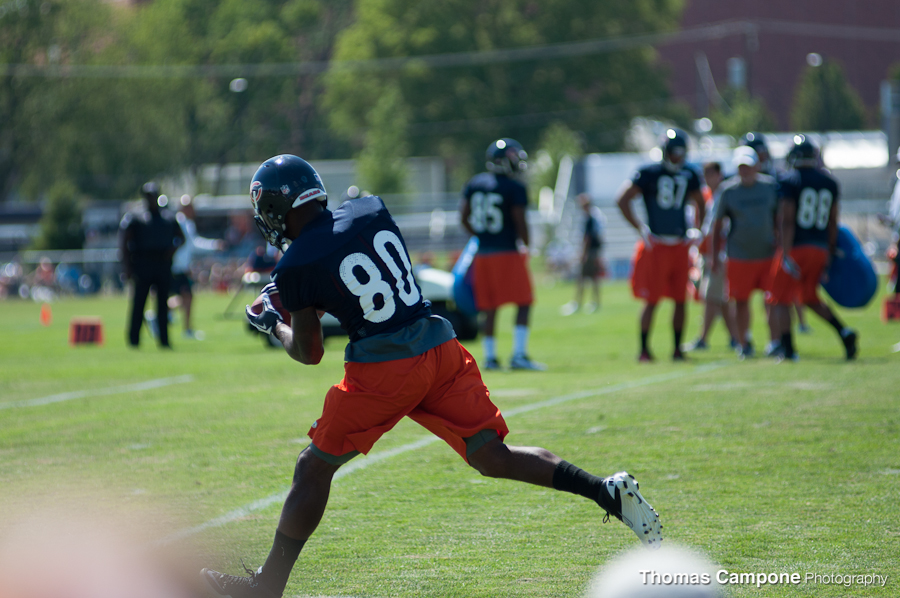 Earl Bennett catching the pass during drills