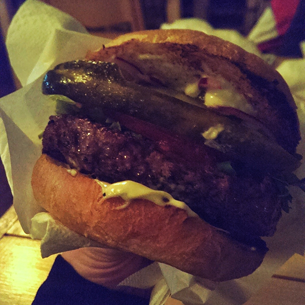 Cheese and Bacon Burger atÜülits Diner, Tallinn