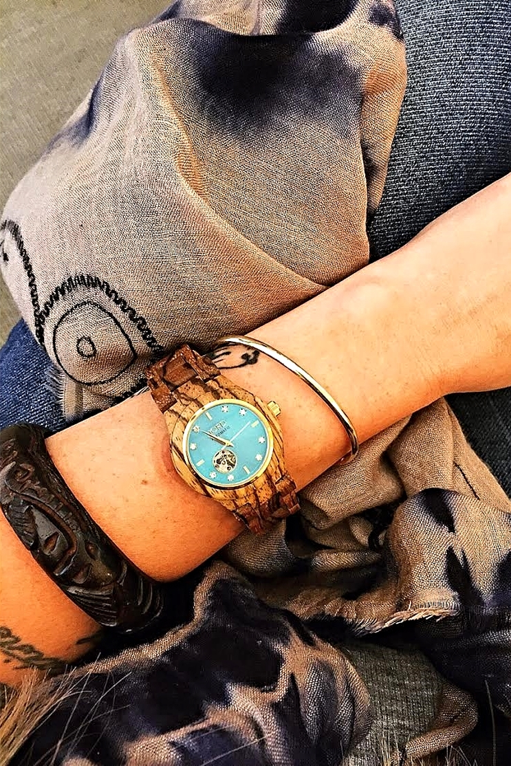 Gold, tie-dye, wood, and turquoise.