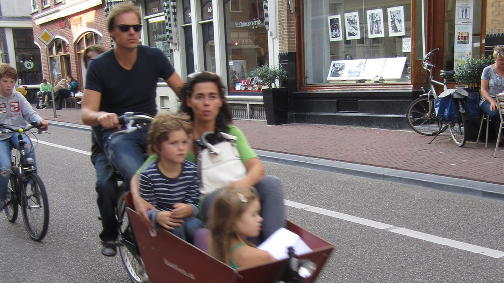 Families of 6 on 2 bikes