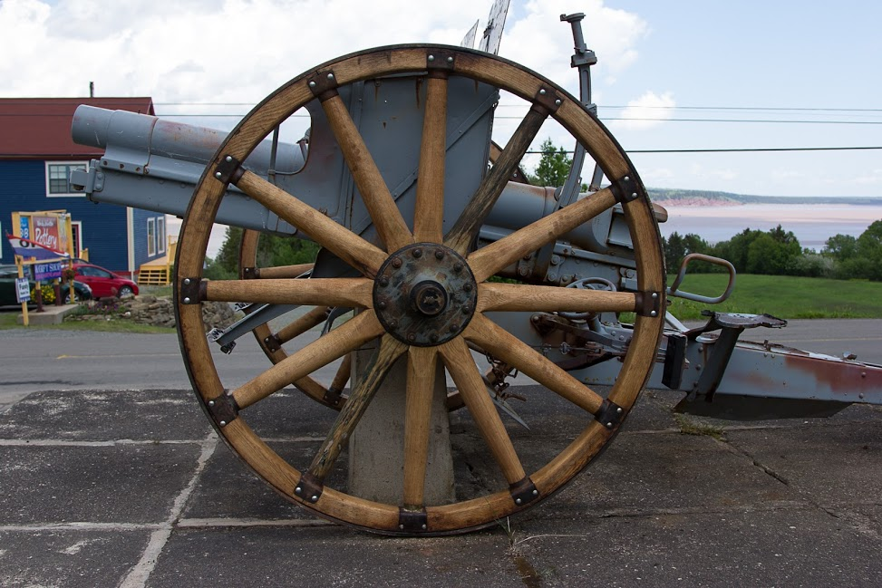 New wheels on WW1 Cannon 77mm.jpg