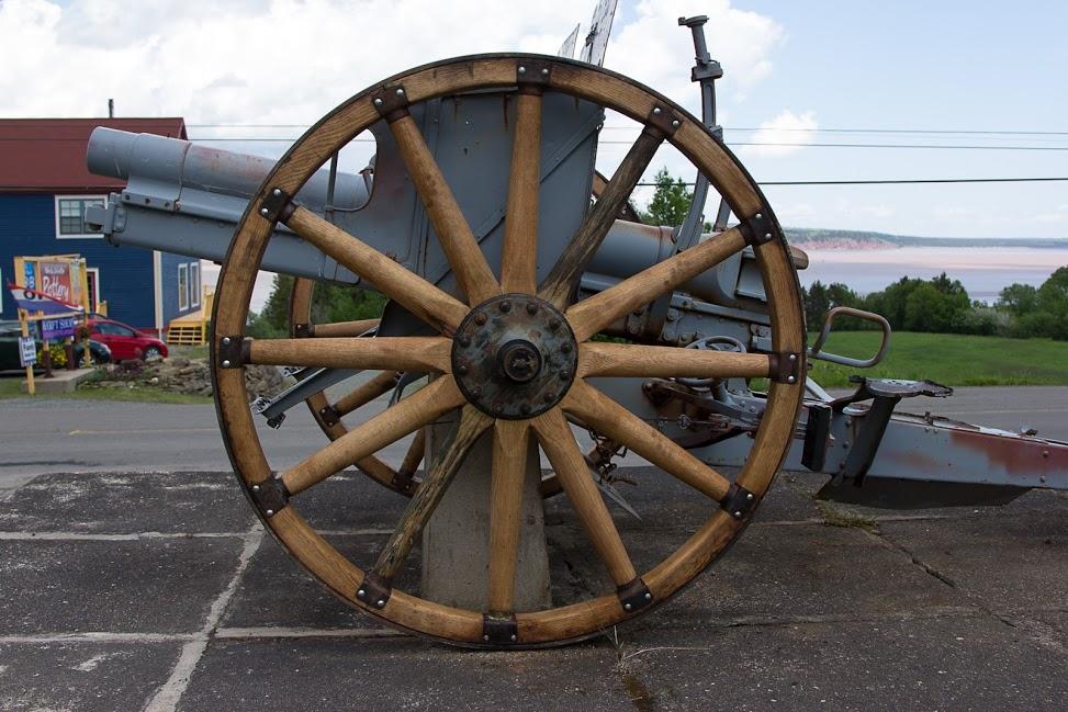 New wheels on WW1 Cannon 77mm.jpg