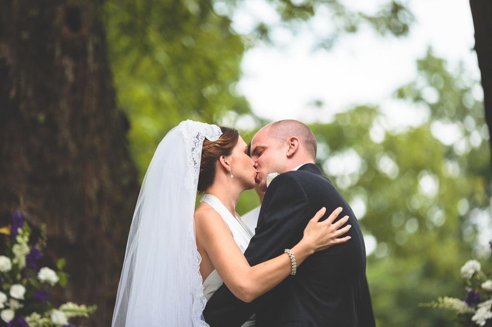 jen-bob-wedding-unionville-vineyards-nj-25.jpg