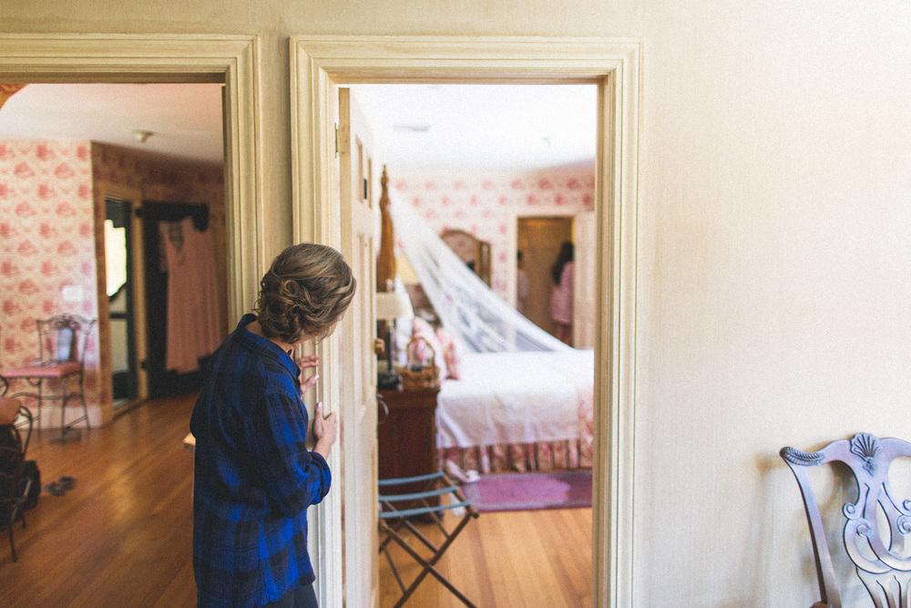 Mom peaks in to see bride