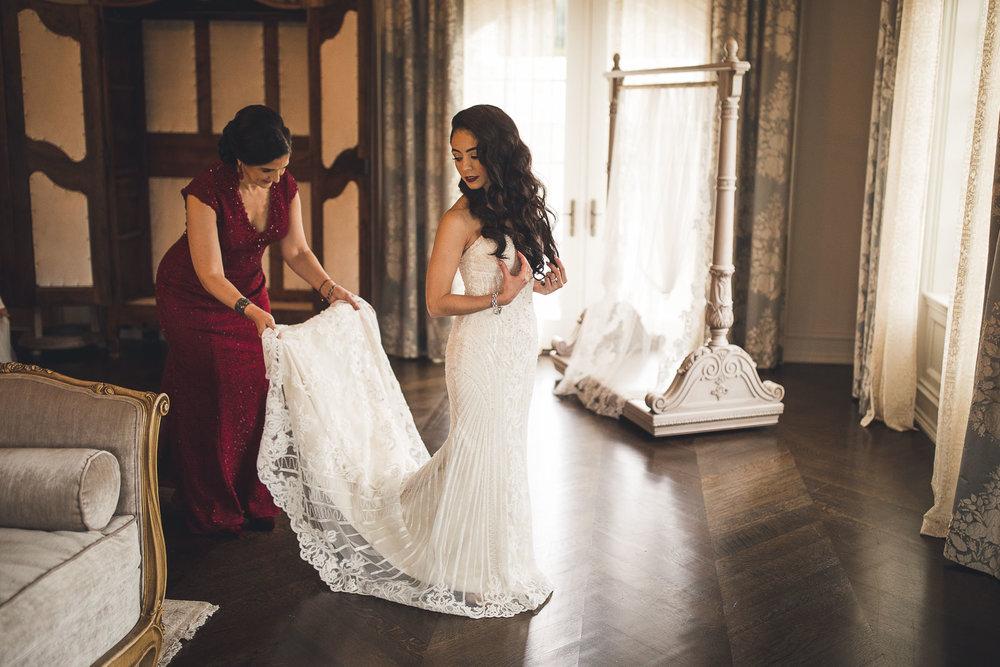 Bride gest dress on