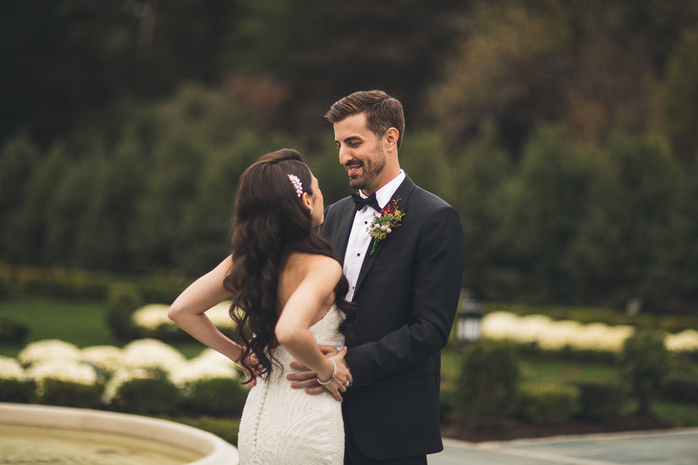 Groom reacts to Bride