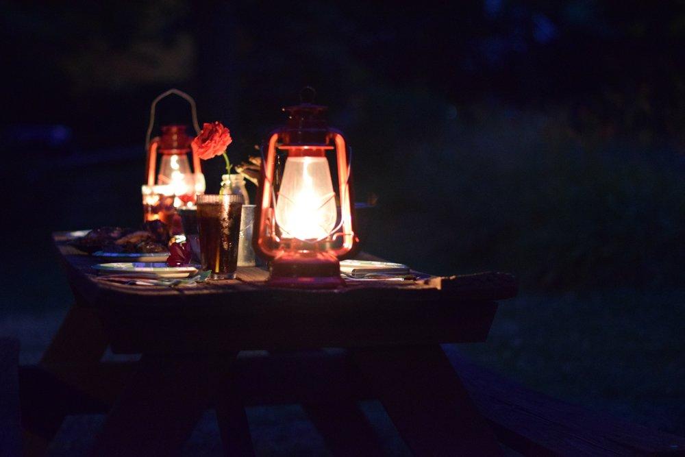 campsite-lanterns-picnic-amanda-meder-photograph