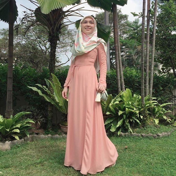 Steal @lea_azlan's look by adding the detachable belt on #LtDessentials Nayla in Nude Pink.