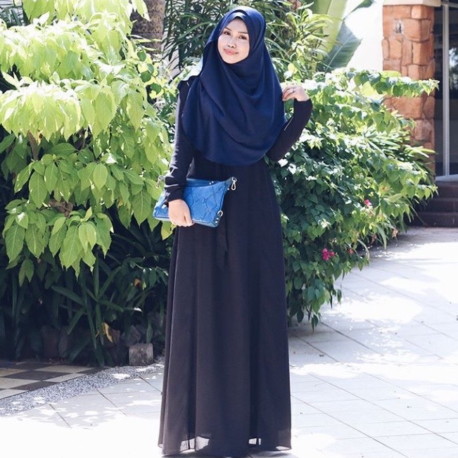 @aisyahshakirah looks effortlessly demure in #LtDessentials Nayla in Black