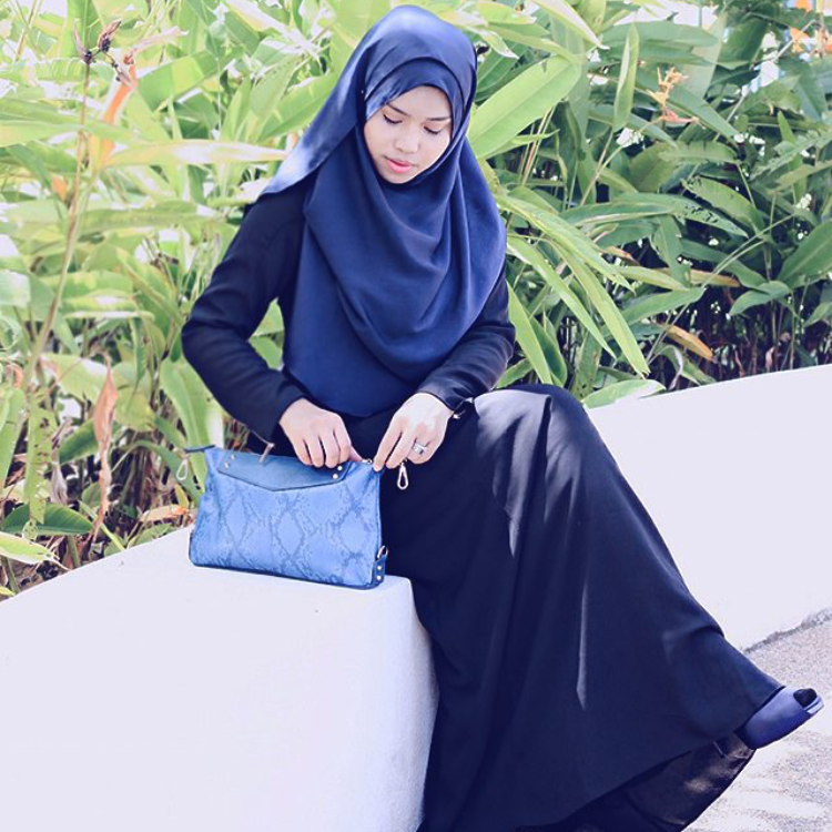 Black never gets old, right @aisyahshakirah? She sure does look comfy in #LtDessentials Nayla in Black.