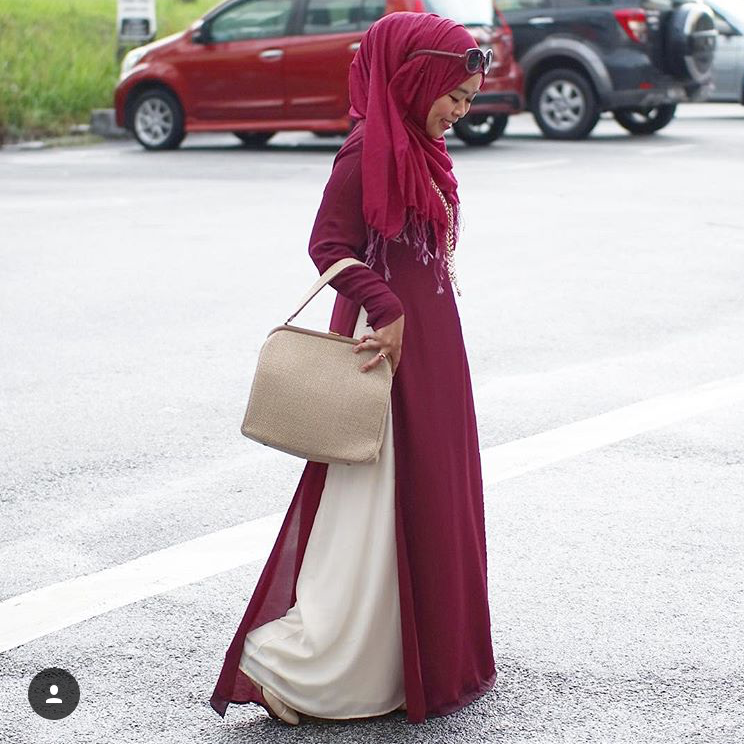 The lifestyle blogger, @shearasol looks fresh in her #ootd of #LtDessentials Raeesa in Plum & Cream.