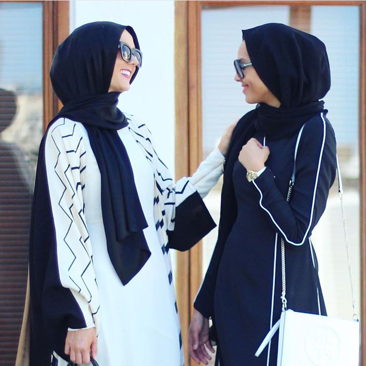 Girls day out! @eslimah is wearing Nayla in Cream while @mellakhich in Aliya Black & Off White. Both from #LtDessentials.