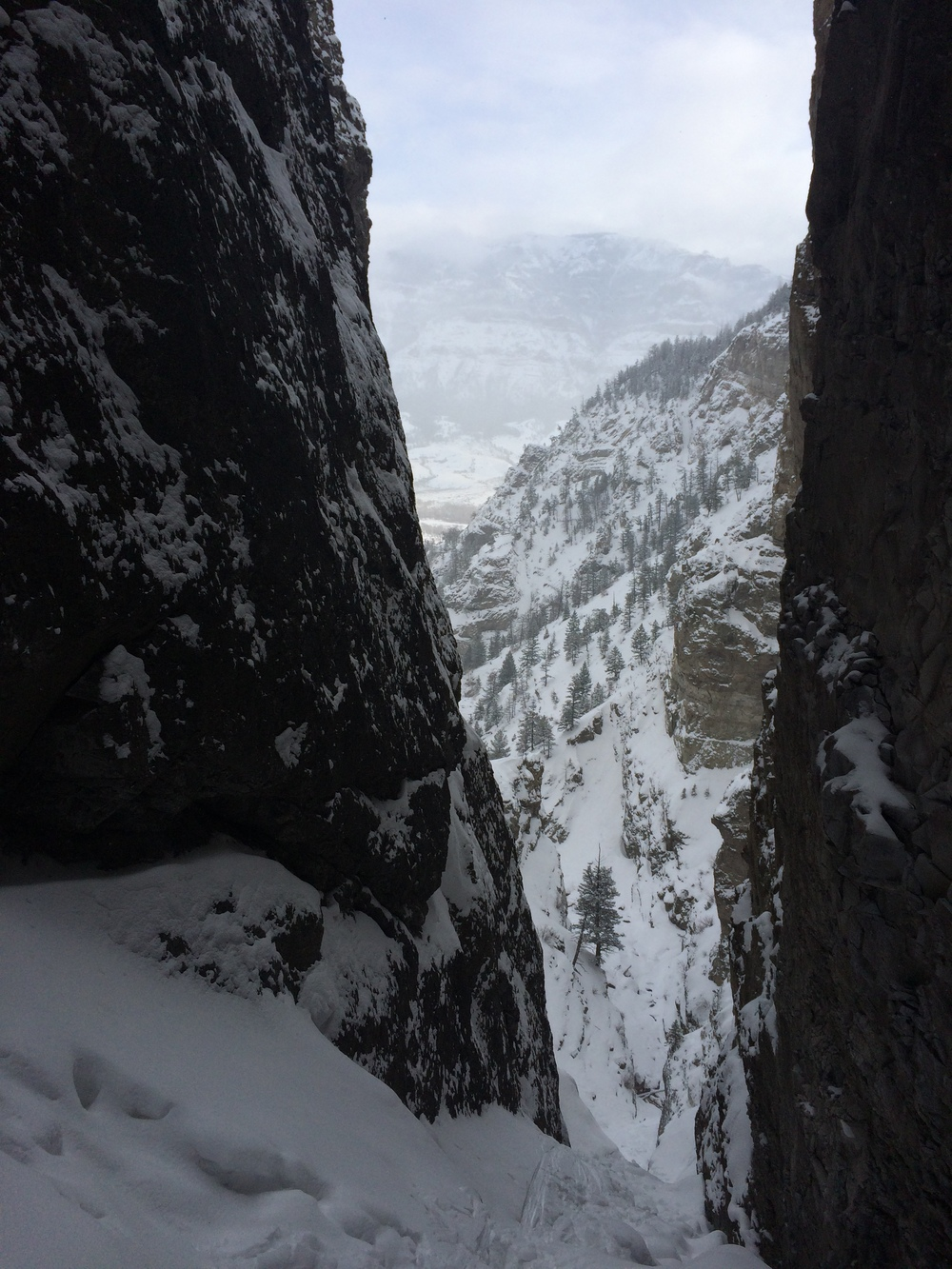 "even the easy approaches in the south fork involve ropes and actual climbing -- looking out from the belay of ""too cold to fire."""