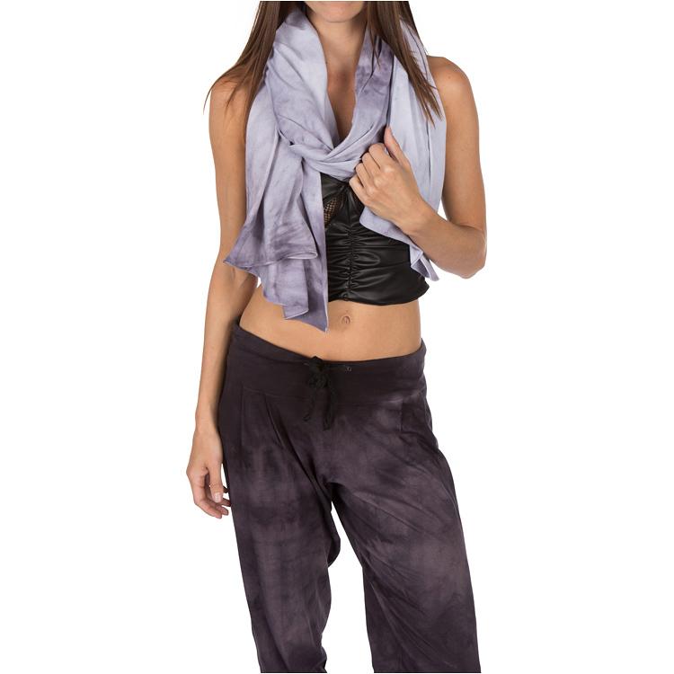 model-scarf2_zoom.jpg
