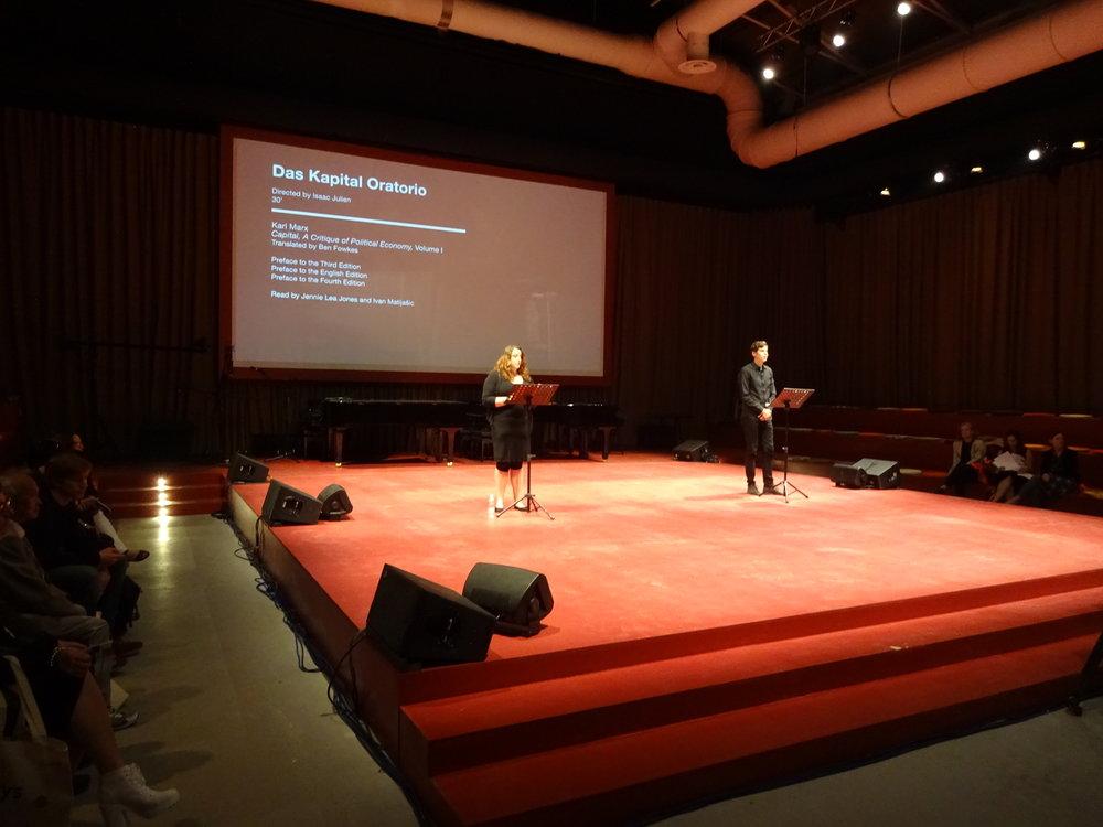 Konstnären Isaac Juliens arrangemang vid Venedigbiennalen 2015: en uppläsning av Das Kapital, pågående under hela biennalen. Foto: Lars Vilks.