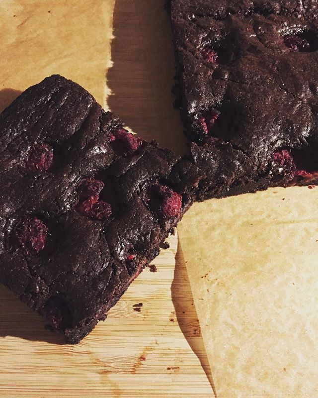 Chewy chocolate brownies @laurenforlonge PERFECT Sunday afternoon tea.