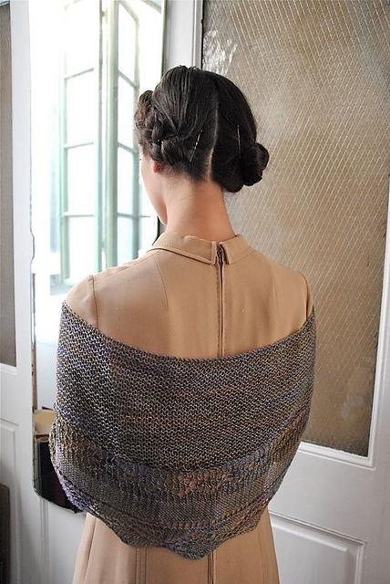 Model: Mariondina - photography: Studiocinqueealtro - shawl design: Nina, Ninetta, Antonia by Bubiknits