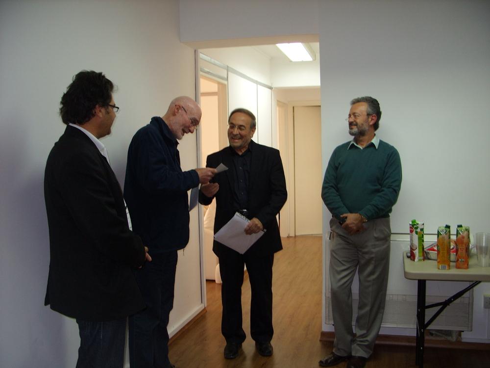Στιγμιότυπο από την αναγόρευση καθηγητών του Ευρωπαϊκού Ινστιτούτου Συνθετικής Ψυχοθεραπείας (  EIIP  ). Από δεξιά Κυριάκος Πλατρίτης,   Peter     J  .   Hawkins   (Πρόεδρος   EIIP  ), Άθως Ερωτοκρίτου και Κώστας Κοιρανίδης.