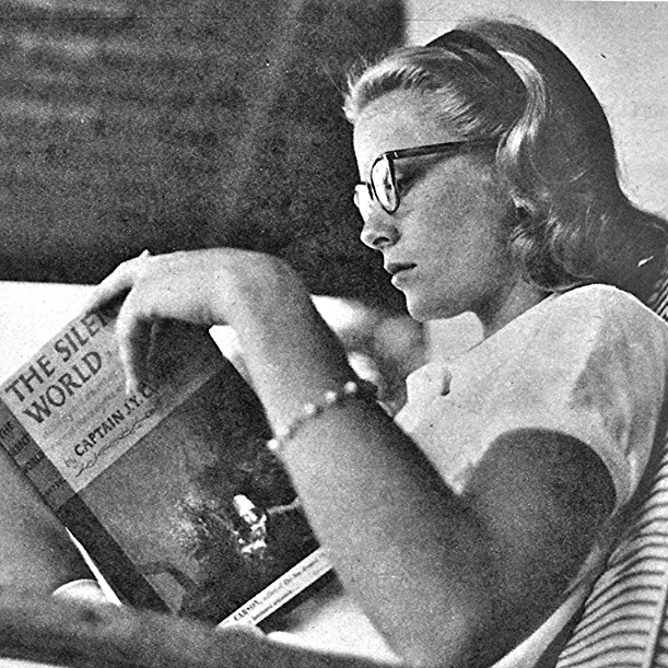 Grace Kelly, a famous american actress, reading