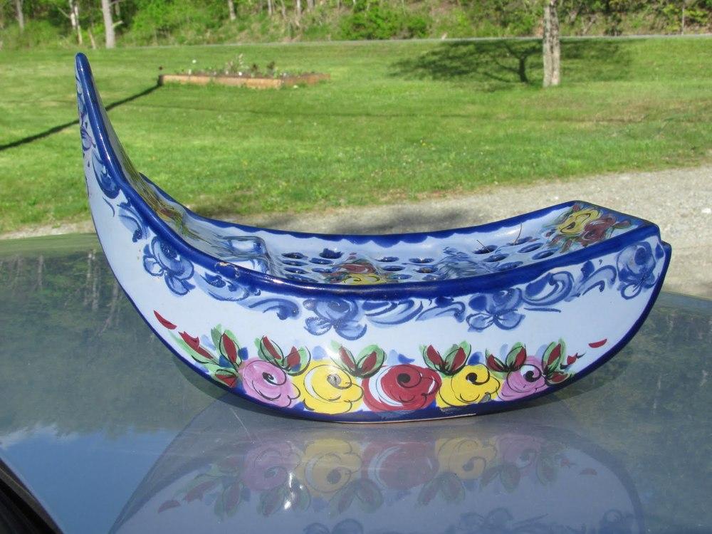 Violet boat empty