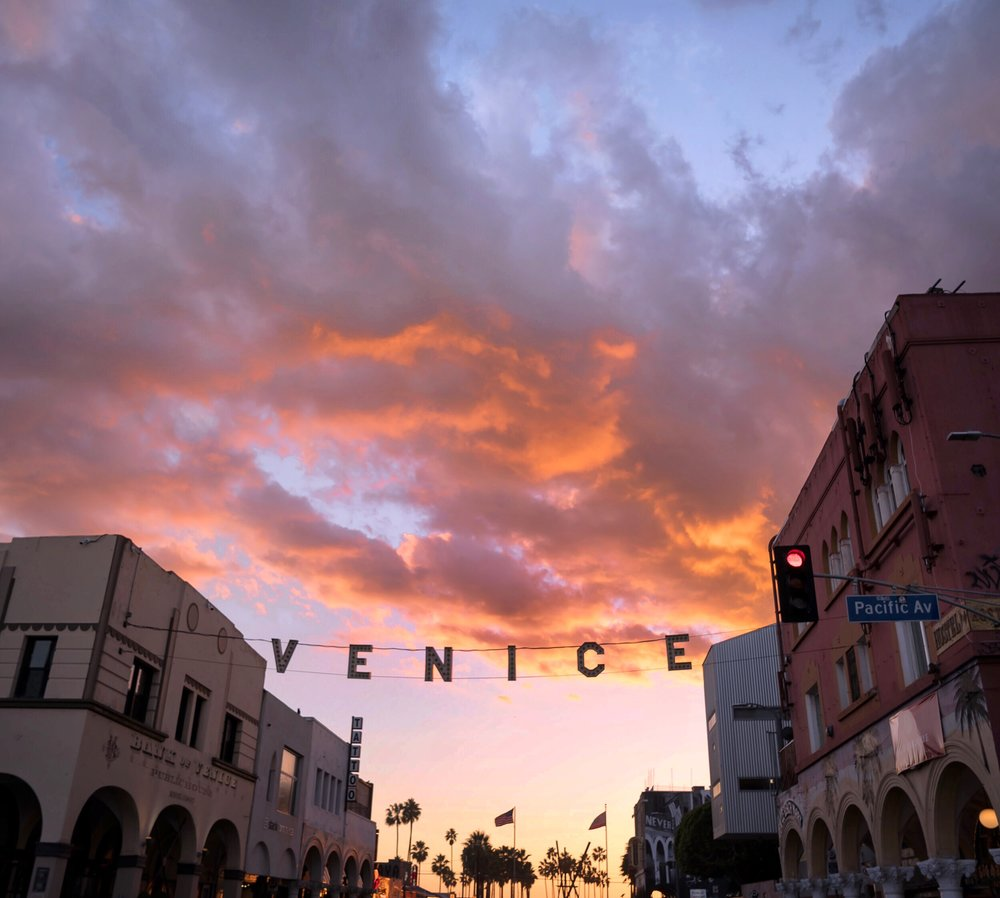helena_sung_xoxo_venice_sign