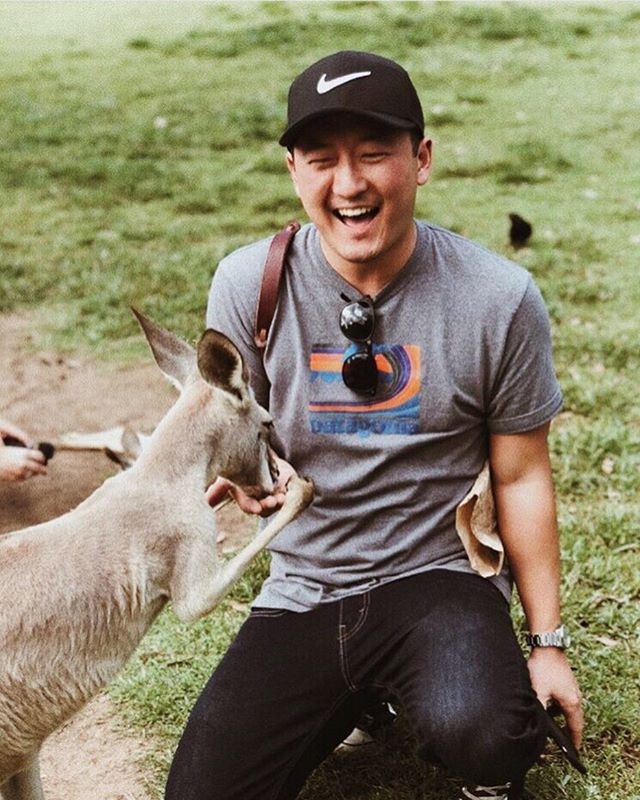 Any body else obsessed with meeting one of these little guys IRL?? #boing #boing #boing . That look when @timallday actually does! 📷:@brockmcfadzean . Make new friends near or far and tag: #LiveLikeYoureTraveling . . . . #newfriends #kangaroos #kangaroo #takemeback #touristlife #lovewhereyoulive #travelmindset  #brisbane #aussielife #trynewthings #livewell #adventureinspired #livefull #travelinspired #exploremore #passionpassport #lifeofadventure #sweetescape #livethelittlethings #globalcitizen #welltraveled #trytheworld #visualsoflife #wander #goodforthesoul #chicagoblogger #theartofslowliving #chicagogrammer