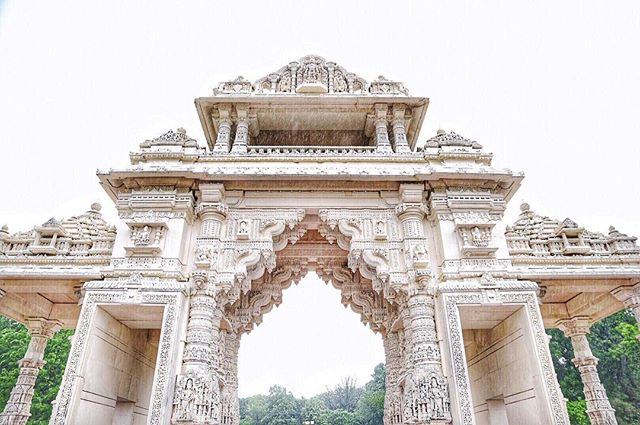 "EXPLORE // You never know what hidden gems might be just beyond your neighborhood, town or city... 💎 . From one of our co-chief adventurers, @mu_hsien : ""I drove past this place once and did a double take. Finally explored this incredible Hindu architecture today, sat in on a prayer, spoke to some very sweet volunteers, learned about the history and enjoyed a delicious masala dosa in their adjoined Haveli. ~ Just as ornate on the inside, the Mandir temple was constructed with Italian marble and was sent to be hand carved in India, then to Illinois... #livelikeyouretraveling . . . . #takemeback #takemebackplease #touristlife #lovewhereyoulive #exploreyourbackyard #travelmindset #trynewthings #livewell #adventureinspired #livefull #travelinspired #exploremore #passionpassport #lifeofadventure #sweetescape #livethelittlethings #globalcitizen #welltraveled #trytheworld #globallocal #wander #goodforthesoul #chicagoblogger #mandir #internations #bapsshriswaminarayanmandir #theartofslowliving #chicagogrammers #eyeonchicago"