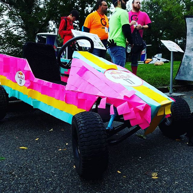 Everyone @gravitydefyit told us doing the #RedBullSoapBoxRace was a bad idea, so we harnessed all the bad ideas we could think of to build our craft. 100x Bad ideas = A Grate idea, Right? #VoteGravityDefyIt #3M #PostItNotes #BadIdeas