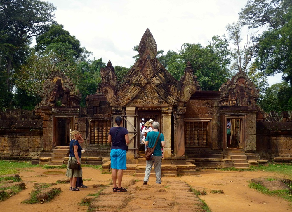 Banteay Srei (citadel of the women or beauty)