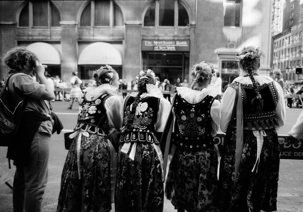 POLISH DANCER GIRLS adjnos1.jpg