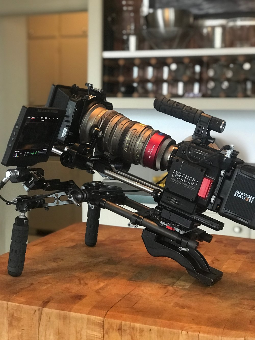 Angenieux EZ 1 Red Shoulder rig