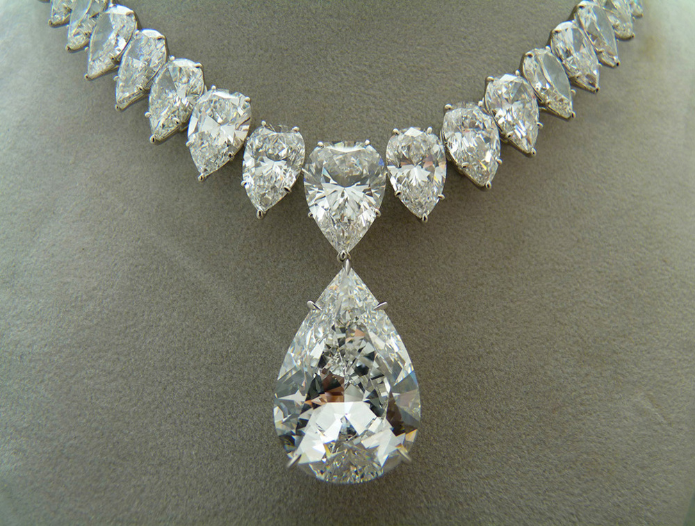 Pear_Shape_Diamond_Necklace.jpg