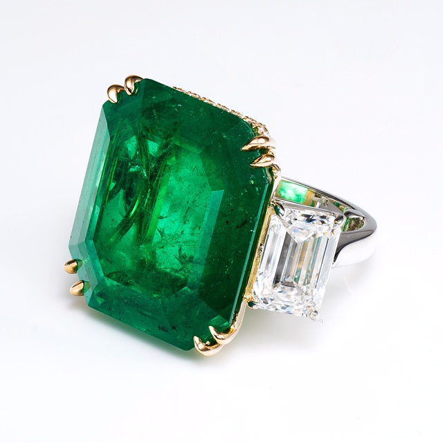green_emerald_ring.jpg