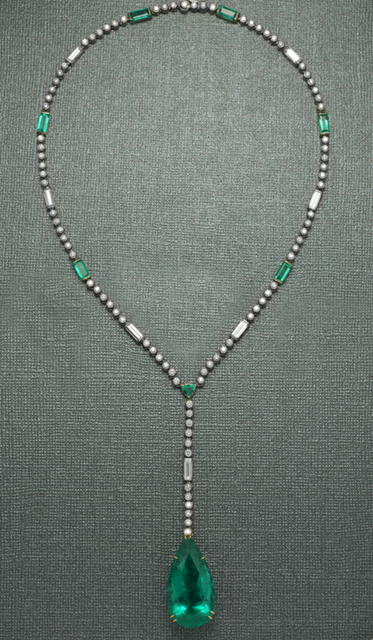 green_emerald_necklace.jpg