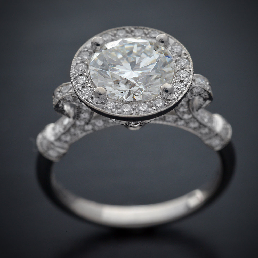 Engagement_ring_halo_round_diamond