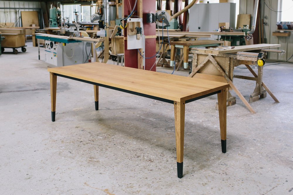 Bullenberg Tisch Scwarz.jpg