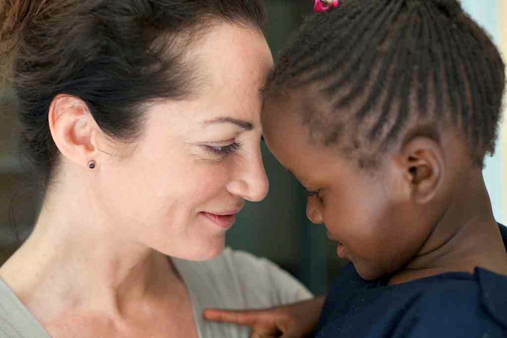 Picture of Natalia Wörner charity work in South Africa